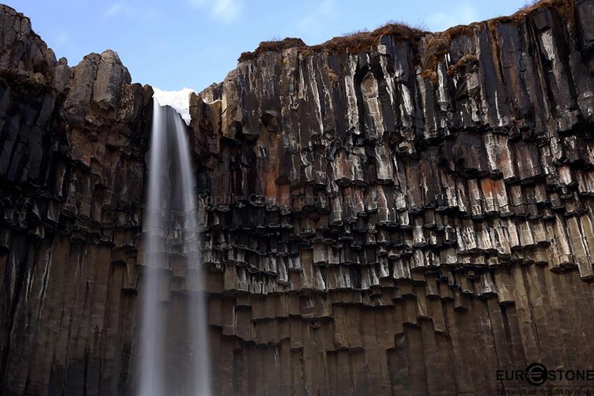 Loại đá nào quan trọng nhất trong lớp vỏ trái đất?